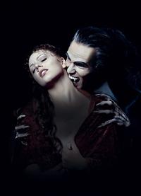 Drácula mordiendo