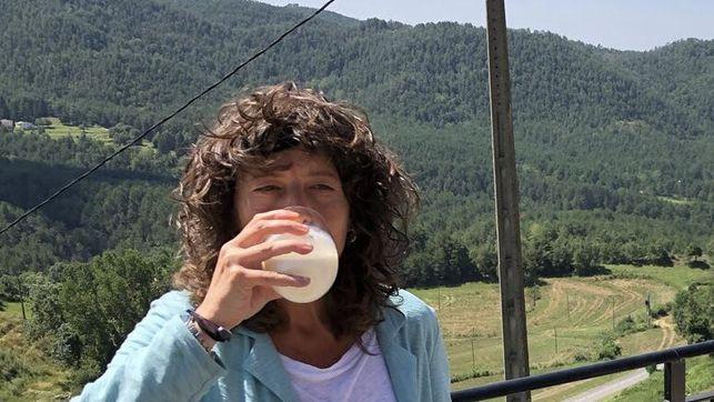 Bebiendo leche cruda